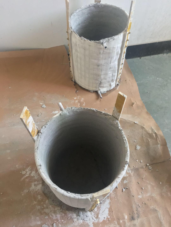 生产车间技工李师傅给废铜熔炼炉脱胎换骨