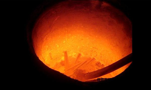 熔炼炉中频--感应电炉体耐火结构分析